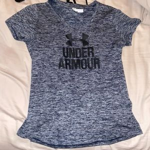 bundle of 3 under armor t shirts!!